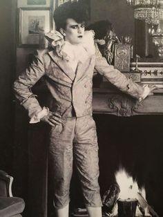 Steve Strange Leigh Bowery, Thompson Twins, Blitz Kids, Goth Music, Stranger Things Steve, The Blitz, Queer Fashion, Riot Grrrl, New Romantics
