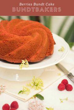 #BundtBakers: Berries BundtCake - Bizcocho de Fresas, Frambuesas y Arándanos Rojos de www.Bizcocheando.com