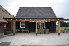 Deze woonboerderij in Zwartebroek was rijp voor een volledige renovatie. Wij hebben deze renovatie samen met de opdrachtgever tot een goed einde gebracht.