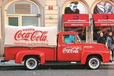 A Coca-Cola não está contente com o novo imposto sobre bebidas açucaradas e está disposta a comprar uma guerra com o Governo. Mesmo que para isso seja preciso comprar espaço publicitário nos jornais. e