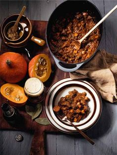 Herfst stoofpot met bokbier - Thomas Culinair Diner Recipes, Dutch Recipes, Snack Recipes, A Food, Good Food, Food And Drink, Yummy Food, What To Cook, Winter Food