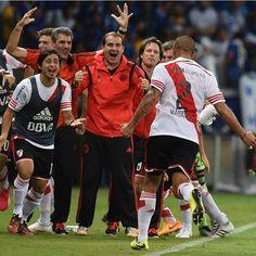 Partido de vuelta Cruzeiro -River por la Copa Libertadores Finalizando el Primer tiempo, desde el corner pateado por Ponzio, y gracias a un cabezazo de Maidana, lleno el segundo gol de River, estabamos a un paso de la semis.
