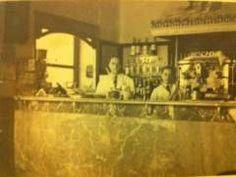 Mi padre y de mi abuelo, D.Cruz Benito y Jose Benito Aibar, en su establecimiento centenario en el Bar el Pescador en la Puerta de Toledo de Madrid en 1947.