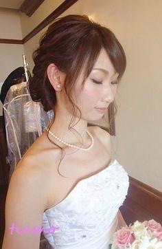 フェミニンなアップスタイルでwedding party♡  大人可愛いブライダルヘアメイク『tiamo』の結婚カタログ