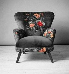 Dark floral armchair - Diy Home Decor Funky Furniture, Unique Furniture, Furniture Makeover, Furniture Decor, Furniture Sets, Home Design, Interior Design, Bar Interior, Dark Living Rooms