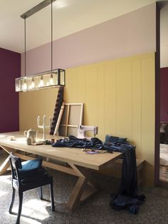 Een ruimte waar gewerkt en geleefd wordt ! Benadruk dit gevoel met de kleuren 'Rietsuiker' en 'Rode ui' op de muur voor een mooi contrast. Dit geheel geeft het warme, rijke gevoel van vroeger. De accenten in 'Frans roze' maken het interieur helemaal van nu. (collectie: HomeMade)