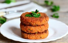 Wheat and Carrot Cutlets Vegan Magazine, Cutlets Recipes, Vegan News, Garlic Bread, Meatless Monday, Quick Easy Meals, Carne, Carrots, Tofu