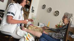 Veel Nederlanders die een beroep doen op de thuiszorg hebben nog geen idee wat er volgend jaar precies voor hen gaat veranderen.