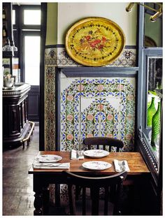 Carmencita keeps its original tiles and the flavor of yesteryear … Madrid Spain Best Hotels In Madrid, Madrid Restaurants, Spanish Tavern, Madrid Travel, Gypsy Living, Tapas Bar, Food Places, Decoration Design, Gastronomia