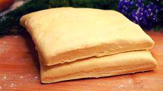 Produsele din aluatul foietaj sunt gingașe, gustoase și aerate. Vă prezentăm o rețetă simplă de aluat foietaj de casă, pe care-l poate pregăti oricine. Doar amestecați ingredientele și dați aluatul la frigider. Aluatul este numai bun pentru cele mai gustoase crocante, rumene și apetisante prăjituri de casă. Bucurați-i pe cei dragi cu cele mai speciale delicii, pregătite în condiții casnice. INGREDIENTE – 600 g de făină – 360 g de unt – 220 ml de apă rece – 1 linguriță de sare – 1 linguriță…