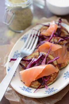 Blinis à la farine de lentille verte du Puy, chou rouge et saumon fumé