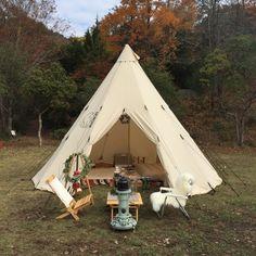 「グランピング」と聞いても、どう楽しむのかまだピンと来ない人もいるはず。そこで実際にグランピングを楽しんでいる2家族にその魅力やお気に入りのアイテムなど、こだわりのスタイルを教えてもらった。 Camping Style, Camping And Hiking, Tent Camping, Campsite, Camping Gear, Outdoor Camping, Outdoor Gear, Diy Tent, Enjoy It