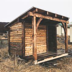 Trendy cedar siding knoxville tn to inspire you Cedar Shingles, Cedar Siding, Sauna Design, Roof Design, Outdoor Sauna, Cedar Log, House Siding, Architectural Digest, House In The Woods