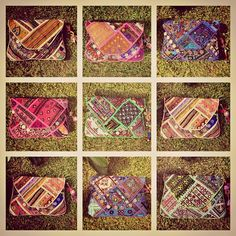 CLUTCHES  TODOS LOS COLORES ❤️ #inlove #baiga #clutches #sobres #bags #colores #india #hindu #telas #cool #onda #style #moda #stylish #fashion #wow #grass #blue #pink #green #brown #love #fabulous #mirrors #nice