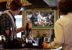 oraz puby w których puszczają mecze piłki nożnej/mma