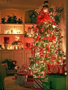 11/19/14 - Christmas Tree t Night / 25 Gorgeous Christmas Tree Decorating Ideas | Shelterness
