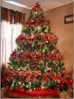 Best Christmas tree decor ideas & inspirations for 2019 Ribbon On Christmas Tree, Christmas Tree Themes, Xmas Tree, Christmas Home, Christmas Holidays, Christmas Wreaths, Christmas Crafts, Christmas Ornaments, Decorated Christmas Trees