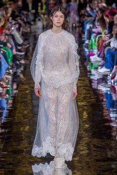 The 26 Best Wedding Dress Ideas From the Fall 2018 Runways