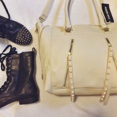 NWT Steven Madden Cream Studded Purse perfect condition & nwt!! make me offers Steve Madden Bags