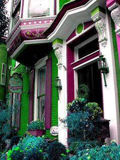 Ana Rosa, bonitavista: Jim Thorpe, Pennsylvania photo via. Victorian Architecture, Architecture Details, Pintura Exterior, Deco Design, Woman Painting, Victorian Homes, Victorian Bed, Green And Purple, Old Houses