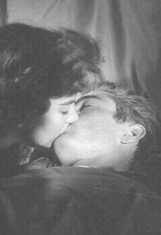 Natalie Wood and James Dean                                                                                                                                                                                 Más