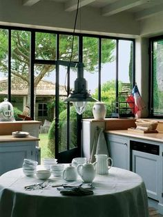 summer house in Île de Ré Vintage Kitchen Cabinets, Glass Room, Space Architecture, Architecture Renovation, Wooden House, Glass House, Elle Decor, Interior Design Inspiration, Windows And Doors