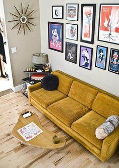 Hit entre os fashionistas e moderninhos, o sofá amarelo é uma boa opção para quem busca uma decoração quente e vibrante. Vem ver ambientes lindos