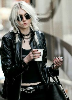 The Pretty Reckless singer Taylor Momsen. Edgy Chic, Dark Fashion, Grunge Fashion, Trendy Fashion, Fashion Trends, Fashion Ideas, Biker Fashion, Bohemian Fashion, Rock Style Fashion