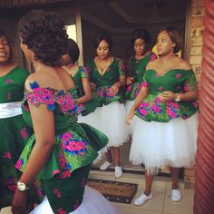 Look at these traditional african fashion 5790 African Traditional Wedding Dress, Traditional Wedding Attire, African Wedding Dress, Traditional Outfits, Traditional Weddings, African Fashion Designers, African Men Fashion, Africa Fashion, African Fashion Dresses