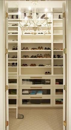 Cajones con vista interior, o esas manijas quedan muy bien si el frente del cajón es denespejo