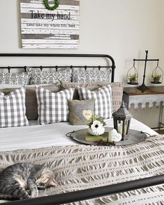 Rustic Bedroom Ideas - If you want to go to rest in rustic elegant after that this message is perfect for you. We've gathered a great deal of rustic bedroom design ideas you could use. Small Master Bedroom, Farmhouse Master Bedroom, Master Bedroom Design, Cozy Bedroom, Home Decor Bedroom, Bedroom Furniture, Bedroom Ideas, Bedroom Designs, Bedroom Colors