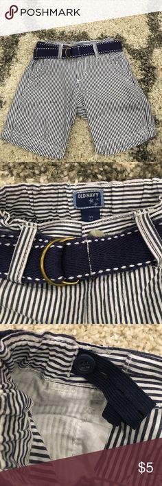 Boys seersucker shorts Boys seersucker adjustable waist shorts with belt. Like new.  Size 2t Old Navy Bottoms Shorts