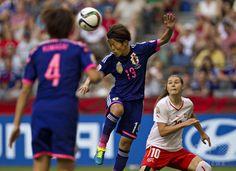 女子サッカーW杯カナダ大会・グループC、日本対スイス。ヘディングする有吉佐織(2015年6月8日撮影)。(c)AFP/ANDY CLARK ▼9Jun2015AFP|宮間のPKで日本がスイスに勝利、女子サッカーW杯 http://www.afpbb.com/articles/-/3051099 #2015_FIFA_Womens_World_Cup #Saori_Ariyoshi #有吉佐織