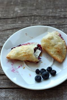 Easy Blueberry Hand Pies (with some cheese like the ones in pastelitos, though... this would be so good.)