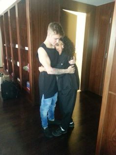 Full picture of Justin with his masseuse in Las Vegas!