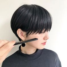 Pin on 髪型 Short Wavy Haircuts, Haircuts With Bangs, Girl Haircuts, Short Hair Cuts, Tomboy Hairstyles, Summer Hairstyles, Korean Short Hair, Shot Hair Styles, Estilo Grunge