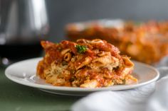 This Vegan Baked Pasta with Tofu Ricotta is perfect if you are looking for an easy, budget-friendly meal that is also delicious! Whole Food Recipes, Vegan Recipes, Vegan Ricotta, Vegan Baking, Vegan Food, Happy Vegan, Baked Pasta Recipes, Homemade Sauce, Pasta Bake