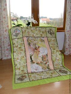 Купить или заказать Лоскутный плед для девочки Яблочная фея в интернет-магазине на Ярмарке Мастеров. Размеры - Ваши, стоимость расчитывается индивидуально и зависит от трудоемкости работы и используемых материалов. ------------ Экстра-мягкий плед одеяло сшит из яркой красочной панели с дизайнерским рисунком фей, выполненных по мотивам рисунков цветочных фей знаменитой английской художницы Сесили Мэри Баркер. Рамка панели - бордюр, выполненный cвободно-ходовой стежкой.
