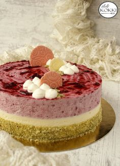 Blueberry & white chocolate mousse cake with pistachio White Chocolate Mousse Cake, Pavlova, My Recipes, Cake Decorating, Cheesecake, Good Food, Food And Drink, Sweets, Snacks