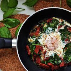 sucuk, ıspanak ve yumurta (Knoblauchwurst mit Spinat und Ei) Ein Familienrezept. Schnell zubereitet. Passt zu jeder Tageszeit und zu den unterschiedlichsten Beilagen wie Reis, Nudeln und Brot