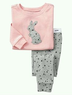 Shop Gap for comfortable and adorable baby girl pajamas. Find pajamas sets for baby girls, footed one-piece styles and robes in a variety of colors and prints. Fashion Kids, Little Girl Fashion, Fall Fashion, Style Fashion, Baby Outfits, Toddler Outfits, Kids Outfits, Cute Pajamas, Girls Pajamas