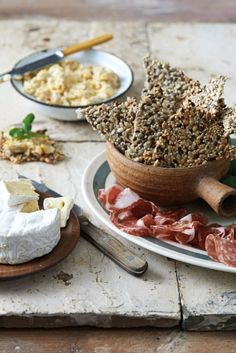 Recipe Nutty Crackers With Roasted Courgette Hummus Banting Recipes, Low Carb Recipes, Cooking Recipes, Healthy Recipes, Low Carb Bread, Low Carb Diet, Paleo Bread, Low Carb Crackers, Mango Recipes
