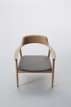 ナチュラルな木肌を生かし、シーンにこだわらず、あらゆる場所でずっと長く使えることを想定したシンプルで精緻な構造の椅子とテーブル。何より背から … 続きを読む →