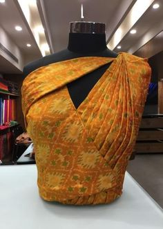 20 Stylish and Trendy Saree Blouse Back Neck Designs - FashionShala Blouse Back Neck Designs, Fancy Blouse Designs, Sari Blouse Designs, Kurti Neck Designs, Neckline Designs, Saree Blouse Patterns, Blouse Styles, Traditional Blouse Designs, Dress Designs
