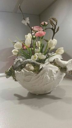 Homemade - Basket Decoration and Crates Ideas Deco Floral, Arte Floral, Floral Design, Homemade Wreaths, Easter Flowers, Hoppy Easter, Basket Decoration, Deco Table, Easter Crafts
