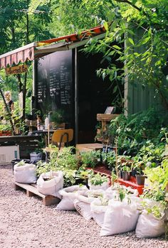 prinzessinnengarten berlin - simple fun awning for hot summer days. Cafe Restaurant, Exterior Design, Interior And Exterior, Garden Coffee, Cafe Design, Balcony Design, Garden Styles, Backyard Landscaping, Garden Furniture