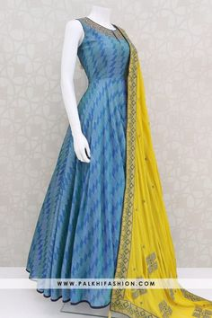 Indian Dresses Online, Indian Gowns Dresses, Indian Fashion Dresses, Latest Fashion Dresses, Dress Indian Style, Indian Designer Outfits, Girls Fashion Clothes, Indian Outfits, Gowns Online