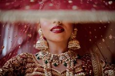 Indian Bride Photography Poses, Indian Bride Poses, Indian Bridal Photos, Wedding Couple Poses Photography, Bridal Photography, Photography Ideas, Bridal Poses, Bridal Photoshoot, Bridal Veils