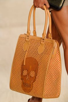 I NEED THIS PURSE! I will give up every other purse I have (except my blue coach Mommy & BooBoo bought me) for this one!