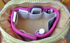Felted Purse Organizer and other great last minute crochet gift ideas - all take less than 200 yds of yarn! Get the list at mooglyblog.com ༺✿ƬⱤღ  https://www.pinterest.com/teretegui/✿༻